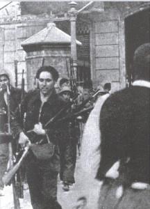 Milicianos de la CNT en el asalto al cuartel de Loyola