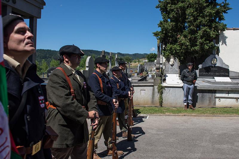 Homenaje a gudaris guipuzcoanos enterrados en Gernika 17-06-2017 - 03