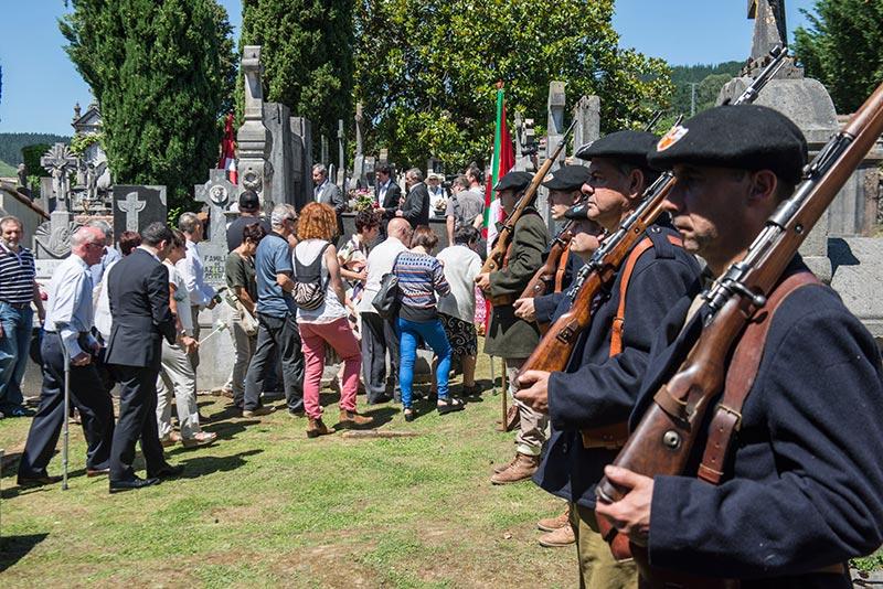 Homenaje a gudaris guipuzcoanos enterrados en Gernika 17-06-2017 - 04