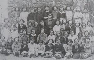 Pilar Pereda con sus alumnas en 1930