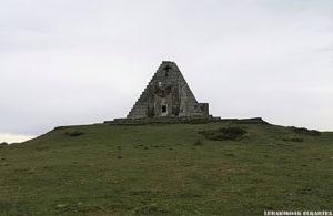 La Pirámide de los Italianos - 09